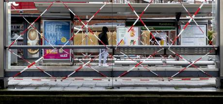 LIVE | Veel politie aanwezig in Rotterdam-Zuid, Rutte bezoekt door rellen getroffen Schilderswijk