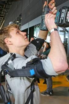 Defensie presenteert James Bond-snufjes in Soesterberg: een uitwendig skelet en mini-drone