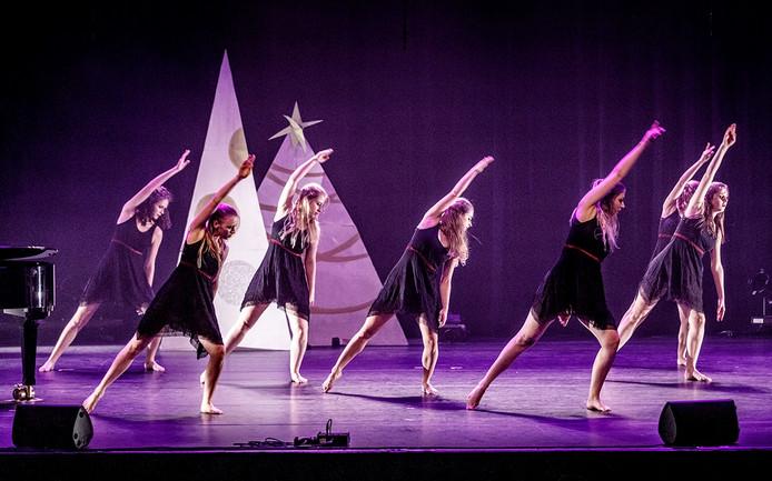 Nieuwe Nobelaer Kerstspecial. Dansgroep In10ce van Stichting Danspunt Etten-Leur. - Foto: Marcel Otterspeer / Pix4Profs -