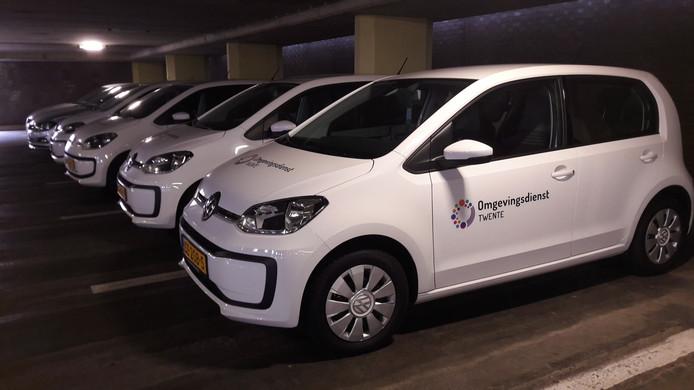 De auto's van de Omgevingsdienst Twente, startklaar in Stadsbaken Almelo.