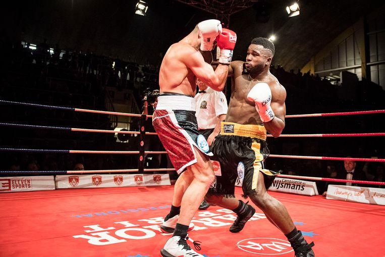 Het boksgala 'Champs in the Church' op 20 april in de Peperbus wordt geannuleerd. (op dit beeld: junior zwaargewichten Yves Ngabu en Geoffrey Battelo).