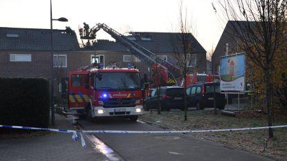 Zware brand op zolder vernielt dak, vermoedelijk door technisch defect