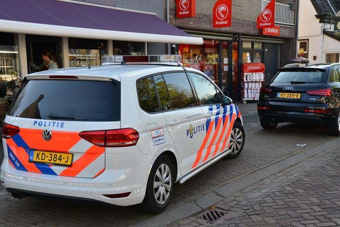 De politie onderzoekt een overval op de Kruidvat in Ulvenhout.