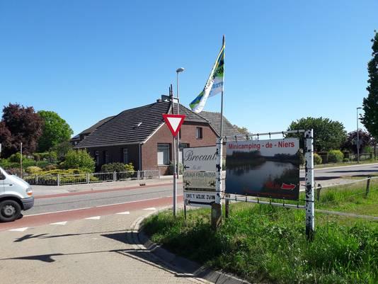 Ook de andere borden moeten volgens de gemeente Gennep verdwijnen.