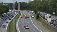 Brusselse buitenring opnieuw vrijgemaakt nadat bestelwagen tegen aanhangwagen knalt: één gewonde
