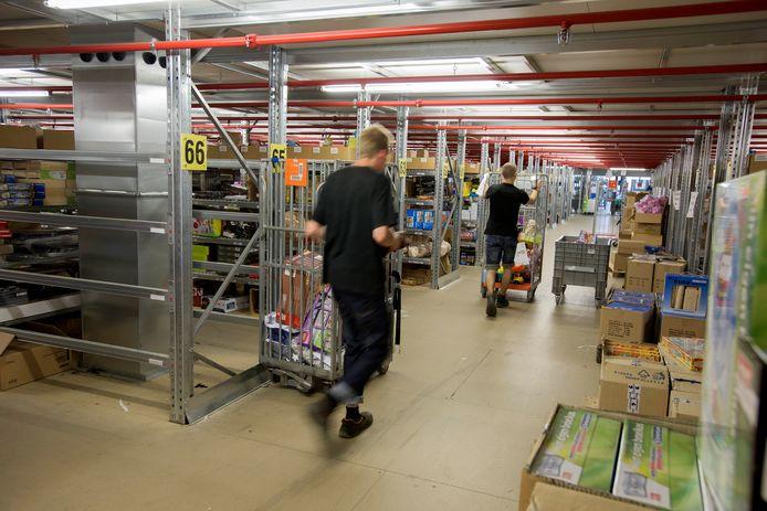 Vooral in de grote logistieke sector in Waalwijk en Tilburg werken veel arbeidsmigranten.