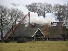 Uitslaande brand bij woonboerderij van Jacques Tichelaar in Meppel