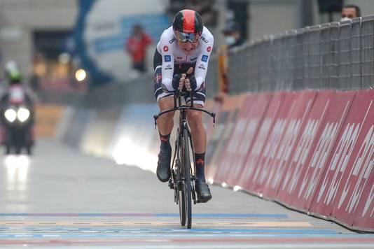 Geoghegan Hart komt over de streep en wint de Giro.