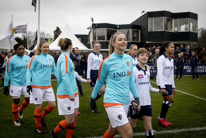 2019-01-05 11:58:22 HAARLEM - Anouk Hoogendijk tijdens de traditionele nieuwjaarswedstrijd van Royal Haarlem All-Stars en de ex-Oranje Leeuwinnen.