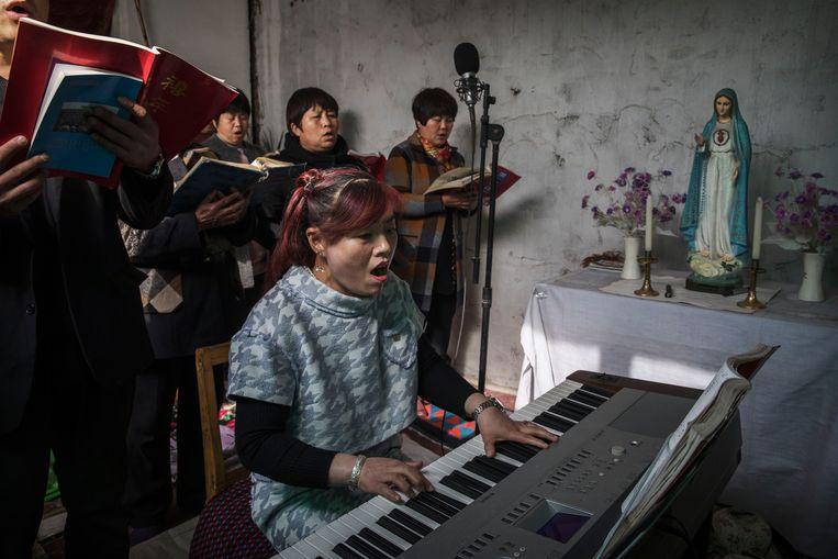 Viering van Palmpasen in een ondergrondse katholieke kerk. Beeld Getty Images