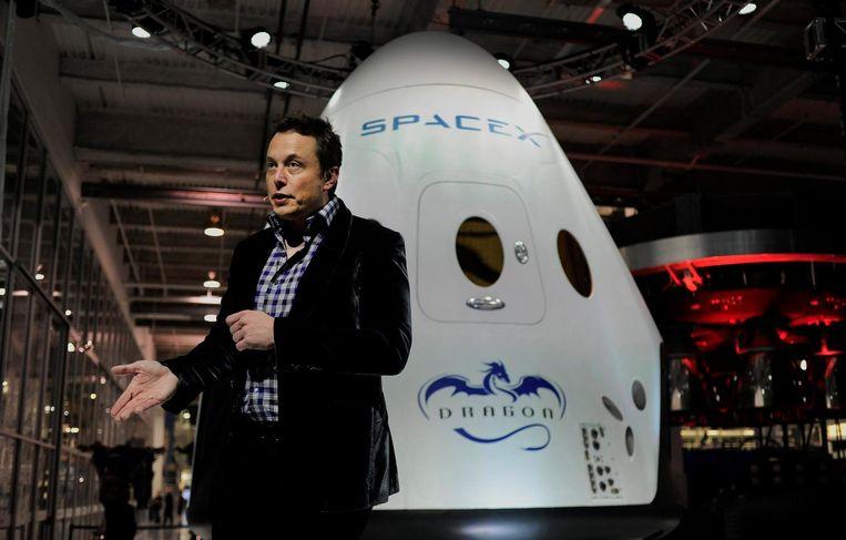 Elon Musk presenteert het ruimtevaartuig Dragon 2 in Los Angeles op 29 mei 2014. Beeld epa