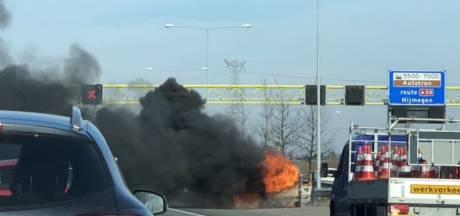 Forse autobrand op A2 bij Empel, weg richting Utrecht deels dicht