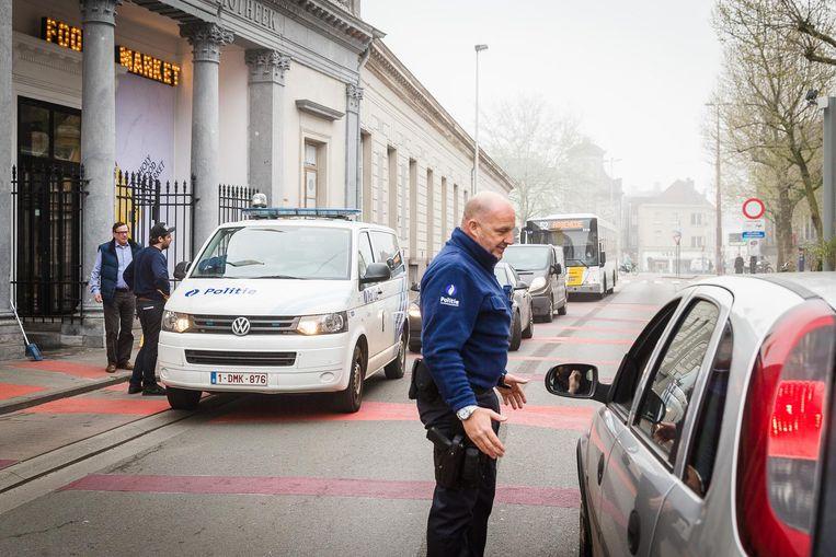 Autobestuurders die de knip aan de Ottogracht negeren, botsen op politiecontrole. Zij mogen nog doorrijden omdat ze anders een file creëren.