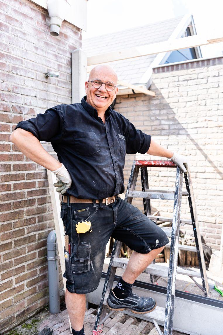 Op zijn werklocatie, deze dag in Ridderkerk: Erik Stoker, timmerman Beeld null