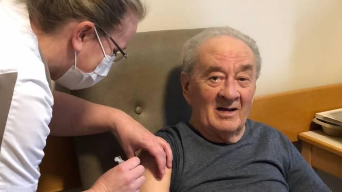 """""""Hoop nog eens terug te kunnen gaan wandelen met dochter"""" : Bewoners WZC Huize Nazareth hebben eerste prik gekregen"""