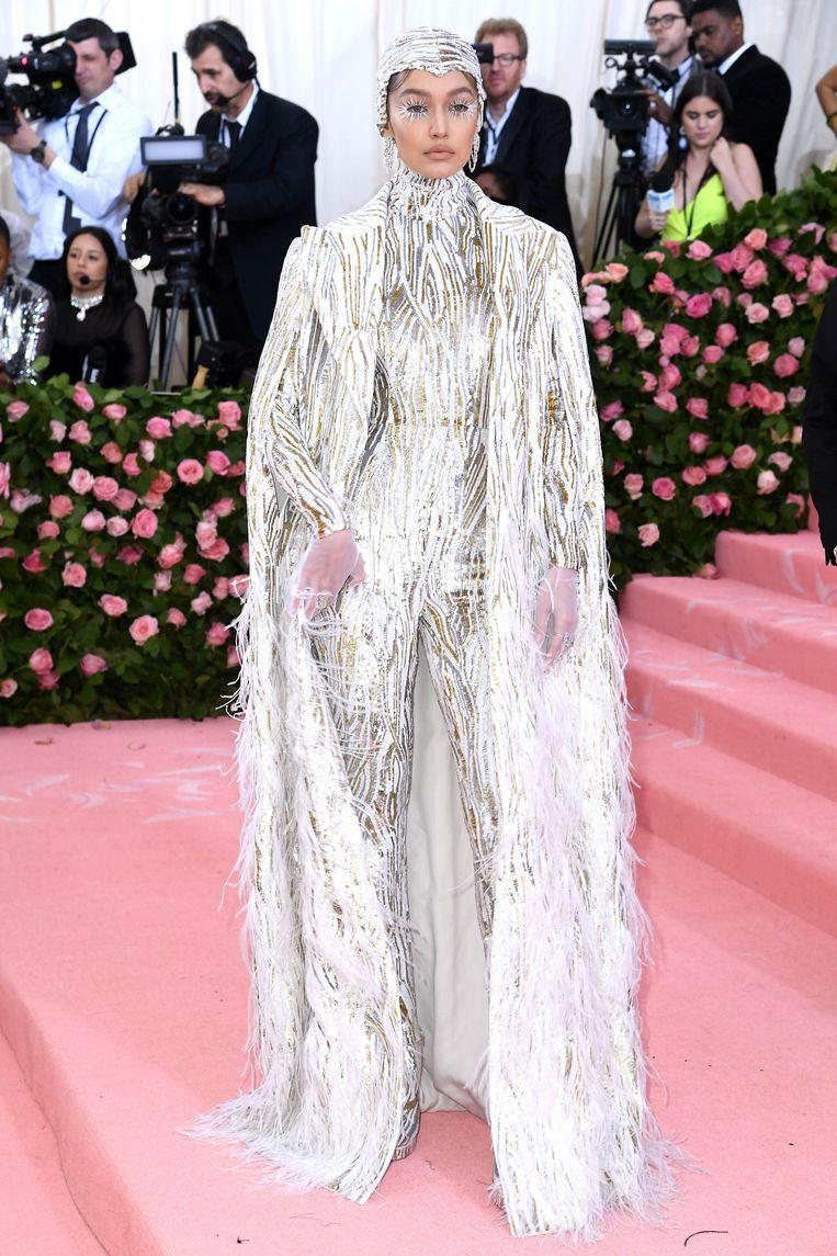 Gigi Hadid in de look van Kors.