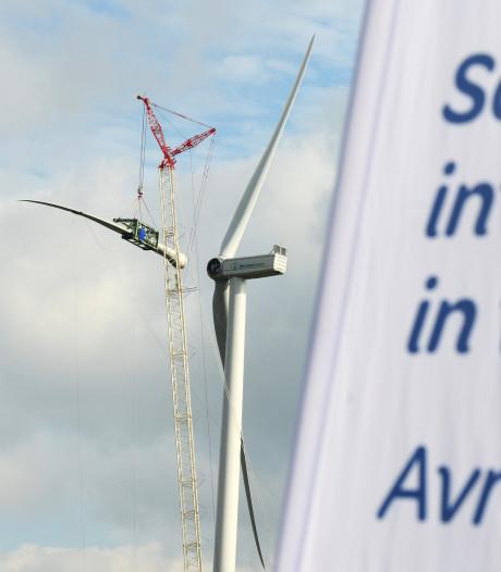 Gek van de slagschaduw van windmolens tijdens het werk? Als bedrijf moet je zelf maar iets regelen