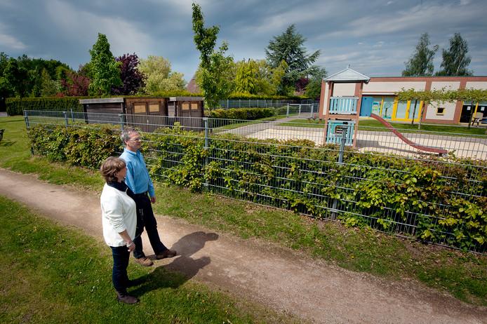 Anja en Bert Beernink blijven in hun beleving problemen houden met het kinderdagcentrum naast hun woning.