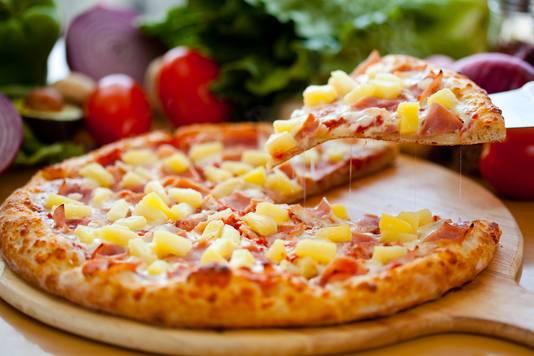 Pizza met ananas, ook wel pizza Hawaii genoemd.