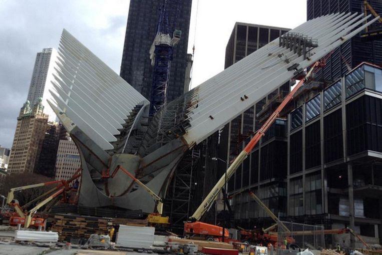 De bouw van de 'World Trade Center Transportation Hub' sleept al tien jaar aan.