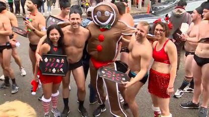 Kerstmannen lopen zich warm in een Speedo