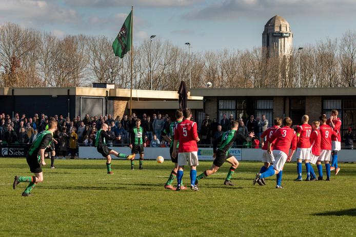 Raamsdonksveer - Derby 4e klasse poule C in maart dit jaar tussen RFC en Right'Oh. Uitslag 3-1.