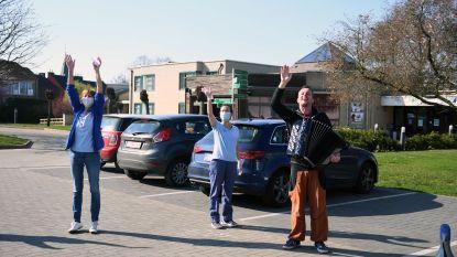 Eerst ijsjes, nu een concert: bewoners woonzorgcentrum Sint-Margaretha worden in de watten gelegd