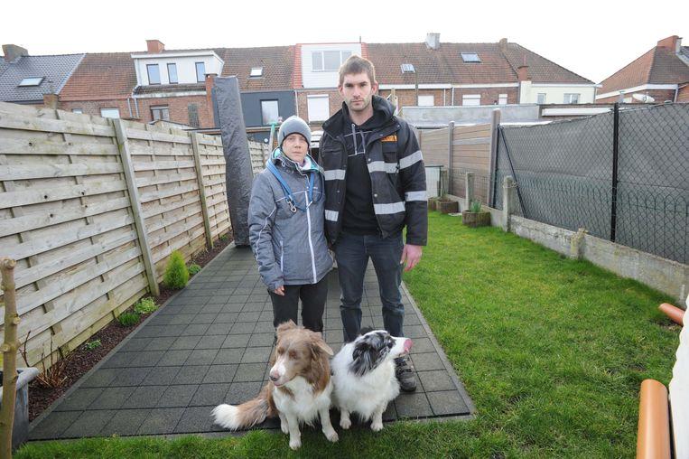 Caroline Detiege en haar man Kevin Van Boxek met hun honden Dayco en Kinai