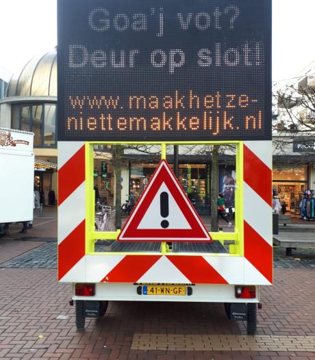 'Almelo' waarschuwt winkelend publiek in Twents voor inbrekers