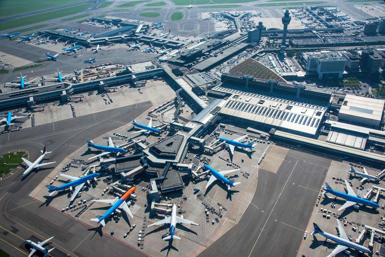 Volgens cijfers van Luchtverkeersleiding Nederland (LVNL) worden jaarlijk tussen de 25 en 50 serieuze incidenten in het vliegverkeer gemeld.