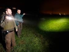 De 'nachtwakers' hebben het druk in Maas en Waal: er wordt volop gestroopt, gevist, gedeald, ingebroken en gecrosst