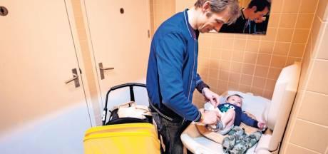Waar kan een vader zijn baby verschonen in Den Bosch? Proef op de som met baby Lucas