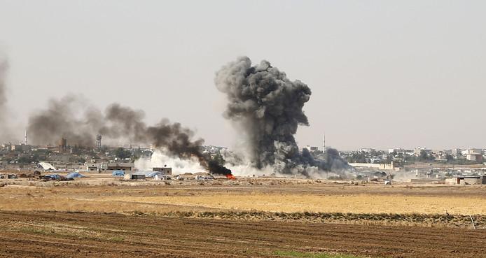 Rook boven Ras al-Ain. Rond de grensstad wordt hevig gevochten.