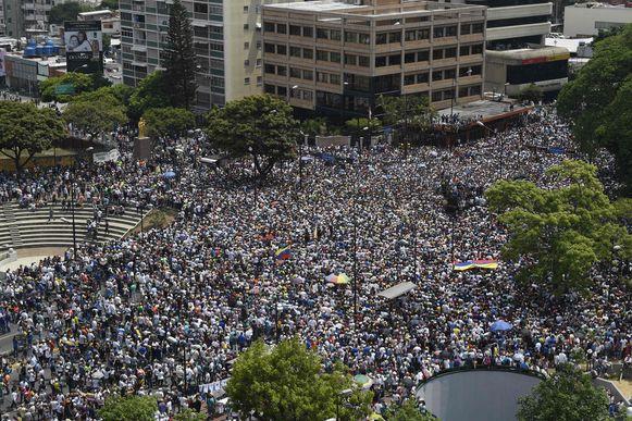 Beeld van een groot protest in Venezuela gisteren.