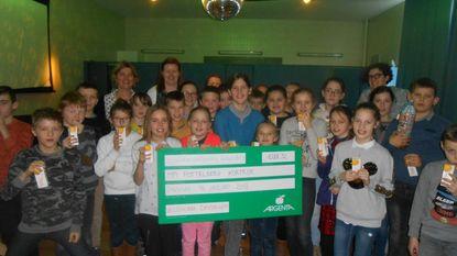 Veldschool schenkt cheque aan MPI Pottelberg