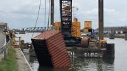 Firma gestart met berging van in water gevallen container na aanvaring met brug