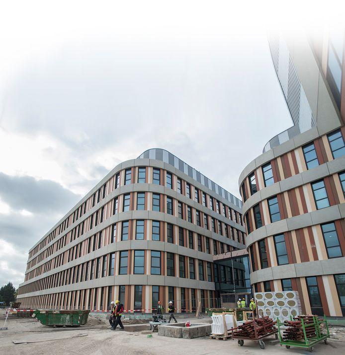 Door de bouw van het nieuwe ziekenhuis aan de Molengracht heeft Amphia wat minder vet op de botten gekregen.