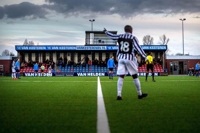 Beeld van sportpark De Heikant van Achilles'29, afgelopen seizoen tijdens de thuiswedstrijd in de derde divisie tegen De Dijk.