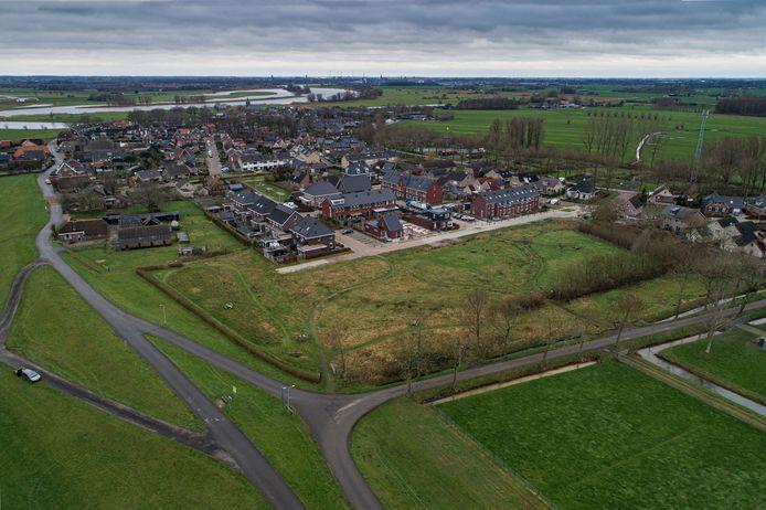 Wilsumers richten een collectief op om nieuwe woningen te bouwen in en voor het dorp. Het plan De Thijs (tussen de Koert Meulenmanstraat, de Van Lierweg en de Dorpsweg) biedt plaats voor ongeveer 21 kavels.