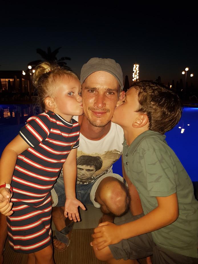 Tom Boeters met zijn kinderen