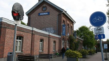 Kunstcollectief Tracé staat op straat na verkoop Ekers stationsgebouw