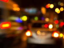 Dronken man rijdt in auto zonder motorkap waar vonken vanaf vliegen over A58 bij Zegge