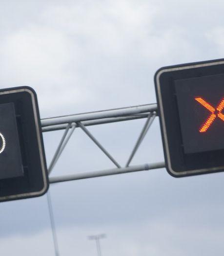 Gestrande vrachtwagen zorgt voor lange files op snelwegen bij Arnhem