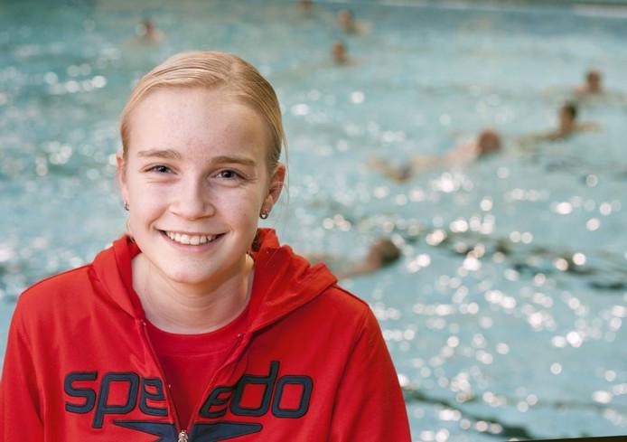 Lisa Kruger zit ondanks problemen met haar linkerarm niet bij de pakken neer. Ze traint hard en zwemt snel; op naar Rio de Janeiro. foto Ruben Schipper