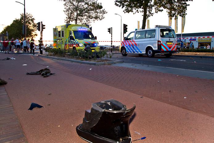 Brokstukken van de scooter van het 72-jarige slachtoffer na het ongeval op de Merwede-straat. J.R. veroorzaakte het ongeval en reed volgens justitie veel te hard.