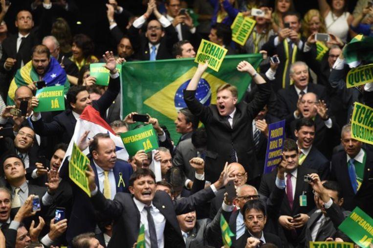 Gejuich in het parlement als dat zich in 2016 uitspreekt voor afzetting van president Roussef wegens corruptie Beeld AFP