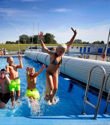 Zwembad in Groot-Ammers extra open voor frisse duik na schooltijd
