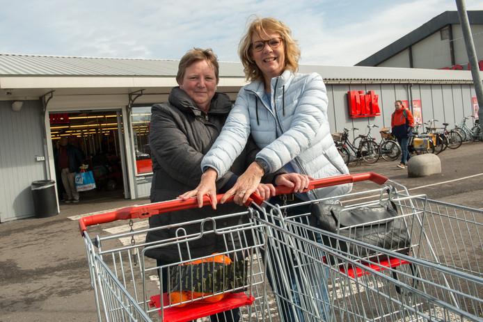 Evelien Simon (links) en Corrie Muller kunnen achteraf wel lachen om de omwisseltruc bij Dird van de Broek (foto Bram van de Biezen)