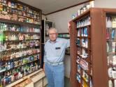 De kamer van Jan (84) staat vol met kleine verpakkingen: 'Wel 6.000 stuks'