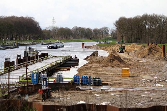 Volgens de bestaande planning zou de tweede sluiskolk in het Twentekanaal bij Eefde in 2020 worden opgeleverd.